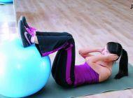 4个健身球小运动 消除腰腹赘肉