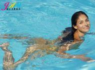 游泳能带美瞳吗