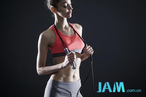 跳绳就能减脂 每天10分钟等于慢跑半小时! 瘦身 减肥 跳绳 指南  第1张